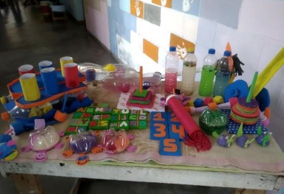 Donamos juegos didácticos a niños con autismo fabricados por internos de La Matanza