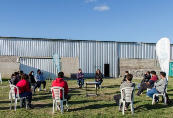 Encuentro con vecinos y vecinas para dialogar sobre los proyectos de reurbanización en San Vicente