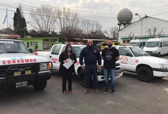 La Secretaría General donó camionetas a los Bomberos Voluntarios de Berisso