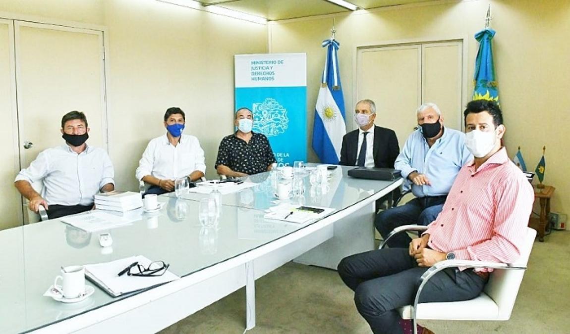 Alak se reunió con representantes de Instituciones y clubes platenses