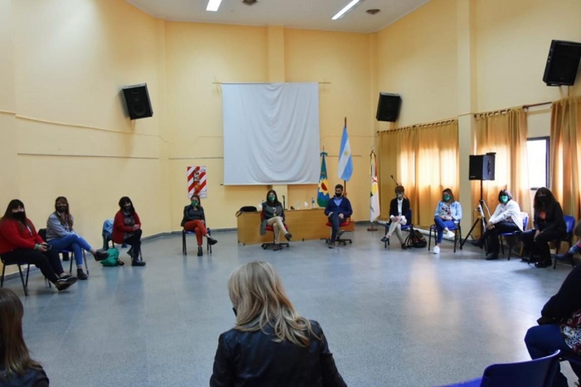 La Ministra Estela Díaz visitó el Municipio de Punta Indio