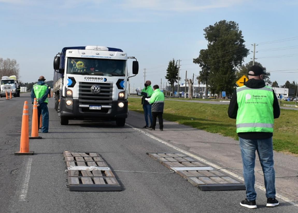 Se realizó un operativo de control de camiones de carga en Ruta 2.