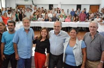Mesa de integrantes del Consejo Provincial de Vivienda y Hábitat