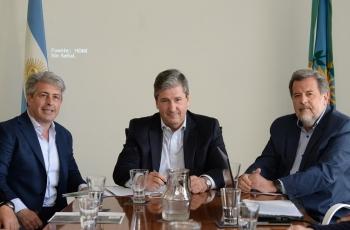 El Ministro Gigante firmó el contrato