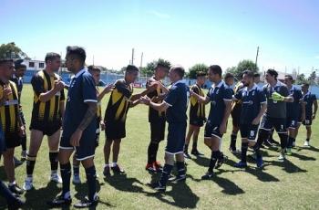 Promovimos un amistoso entre internos y jugadores de GELP y Villa San Carlos