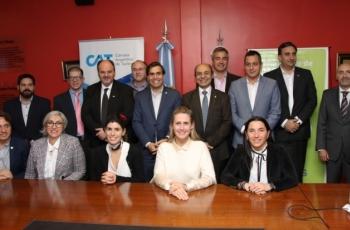 Funcionarios Provinciales y Nacionales junto a autoridades de Cámaras Turísticas Nacionales y Provinciales.
